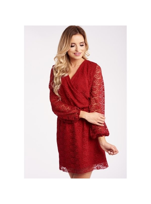 Červené čipkované šaty s prekrížením