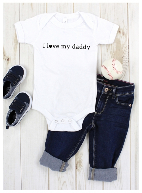 "children's bodysuit with short sleeves ""I love my daddy"""