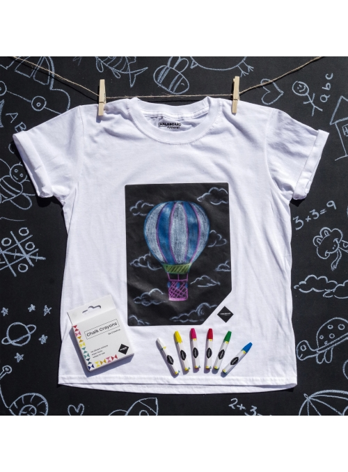 Children fun t-shirt with a blackboard + chalks