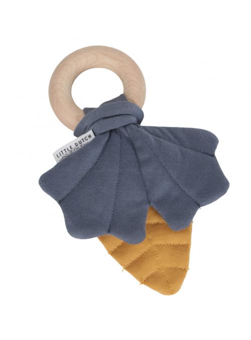Modré listy na dřevěném kroužku, kousátko hračka pre miminko – kolekce Pure&Nature