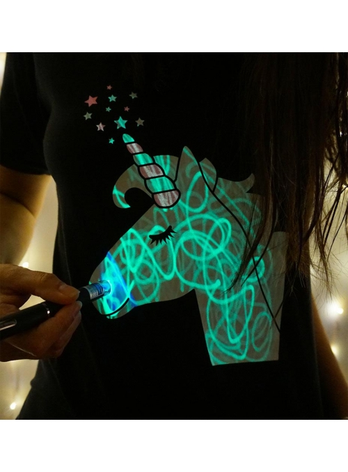 LIMITKA Dětské zábavní iluminační tričko černé JEDNOROŽEC +laser pero